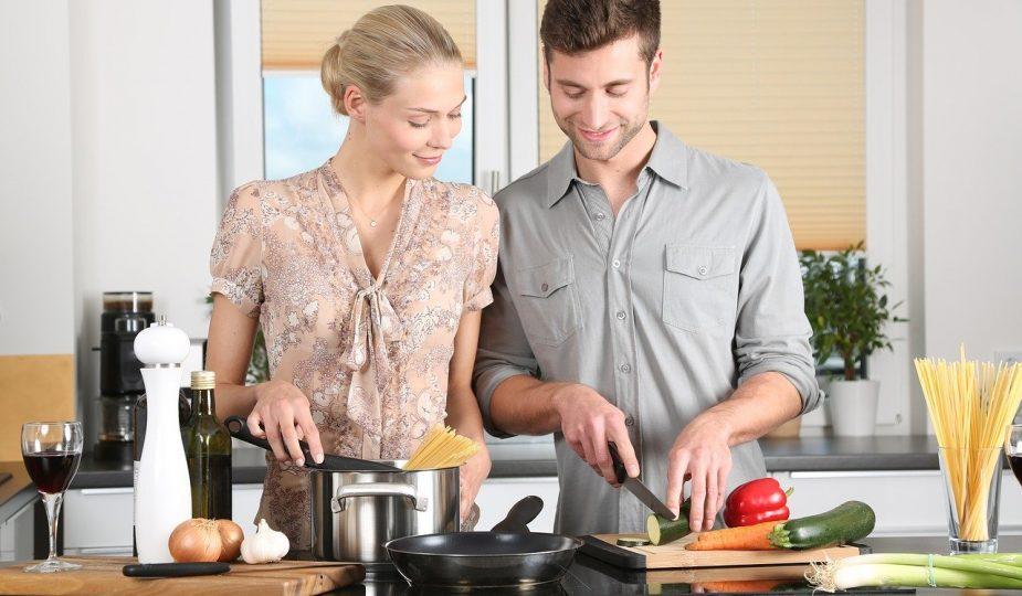 cuisine avec homme et femme
